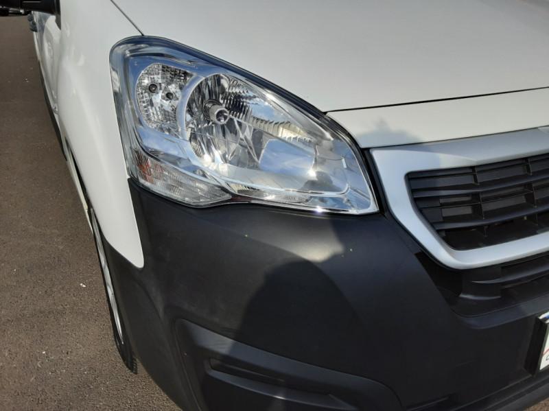 Photo 22 de l'offre de PEUGEOT PARTNER 1.6 BLUEHDI 100 SetS BVM5 PREMIUM PACK à 11990€ chez Centrale auto marché Périgueux
