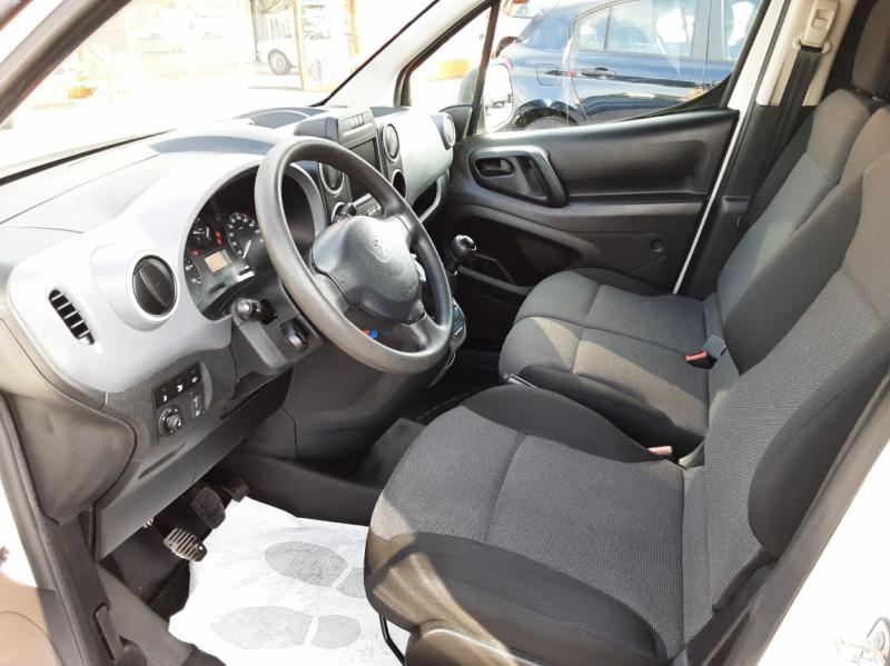 Photo 13 de l'offre de PEUGEOT PARTNER 1.6 BLUEHDI 100 SetS BVM5 PREMIUM PACK à 11990€ chez Centrale auto marché Périgueux