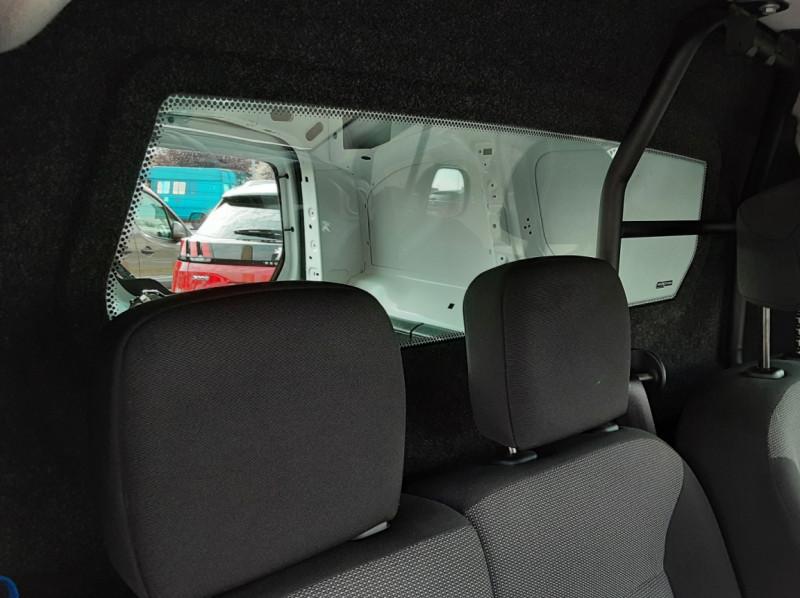 Photo 15 de l'offre de PEUGEOT PARTNER 1.6 BLUEHDI 100 SetS BVM5 PREMIUM PACK à 11990€ chez Centrale auto marché Périgueux