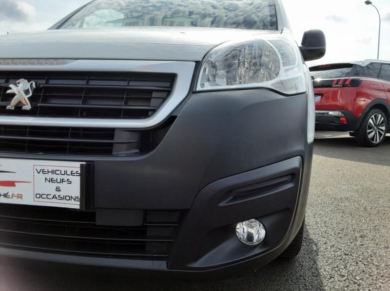 Photo 41 de l'offre de PEUGEOT PARTNER 1.6 BLUEHDI 100 SetS BVM5 PREMIUM PACK à 11990€ chez Centrale auto marché Périgueux