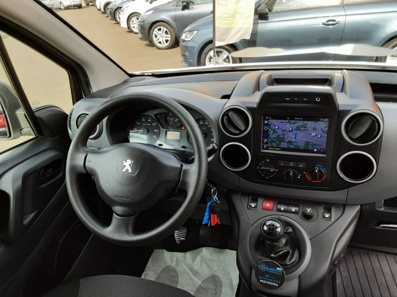 Photo 11 de l'offre de PEUGEOT PARTNER 1.6 BLUEHDI 100 SetS BVM5 PREMIUM PACK à 11990€ chez Centrale auto marché Périgueux
