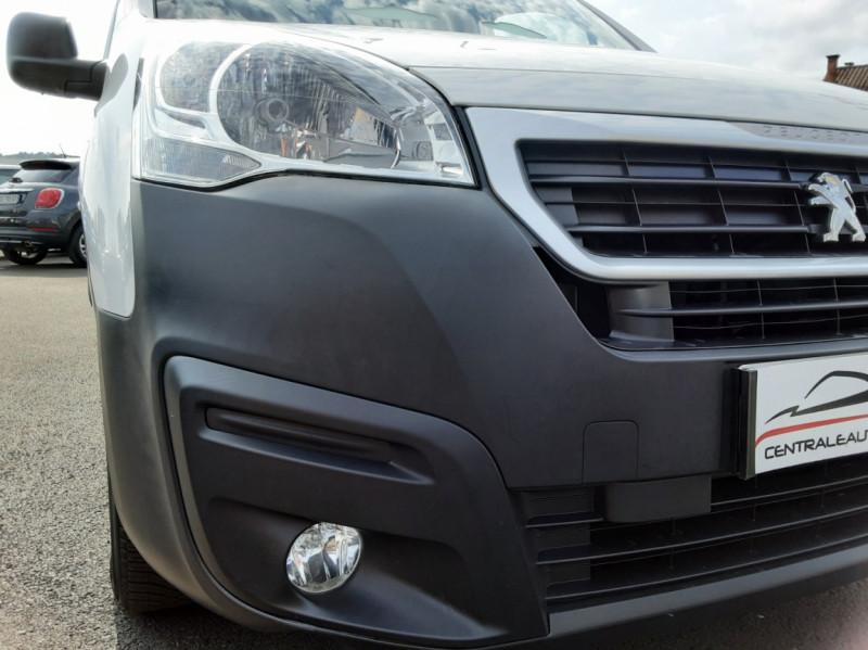 Photo 37 de l'offre de PEUGEOT PARTNER 1.6 BLUEHDI 100 SetS BVM5 PREMIUM PACK à 11990€ chez Centrale auto marché Périgueux