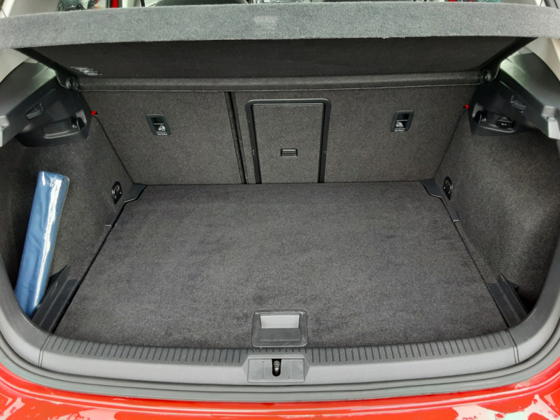 Photo 19 de l'offre de VOLKSWAGEN GOLF 2.0 TDI 150 BMT DSG7 Confortline à 20500€ chez Centrale auto marché Périgueux