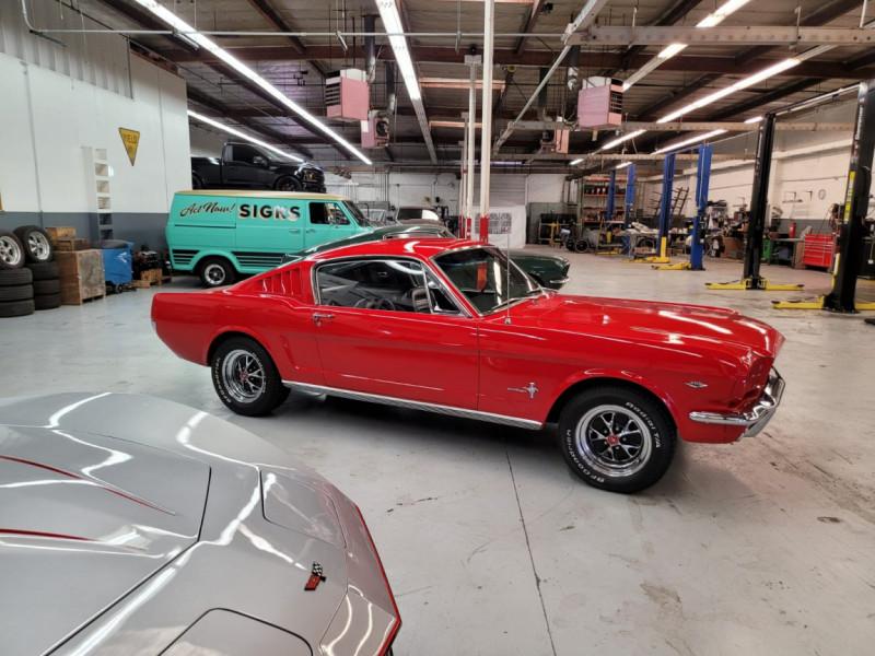 Photo 30 de l'offre de FORD MUSTANG FASTBACK 289 CI V8 à 65000€ chez Centrale auto marché Périgueux