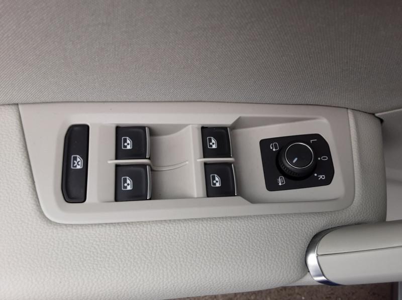 Photo 31 de l'offre de VOLKSWAGEN TOURAN 1.6 TDI 115CH DSG7 Confortline Business 7places à 20490€ chez Centrale auto marché Périgueux