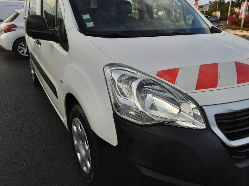 Photo 22 de l'offre de PEUGEOT PARTNER CABINE APPROFONDIE L2 1.6 HDI 90ch 5pl à 12900€ chez Centrale auto marché Périgueux