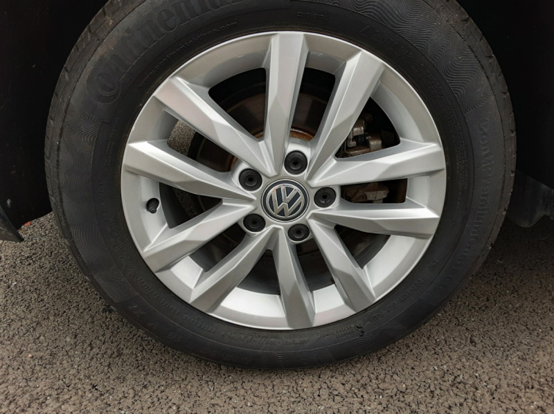 Photo 43 de l'offre de VOLKSWAGEN TOURAN 1.6 TDI 115CH DSG7 Confortline Business 7places à 20490€ chez Centrale auto marché Périgueux