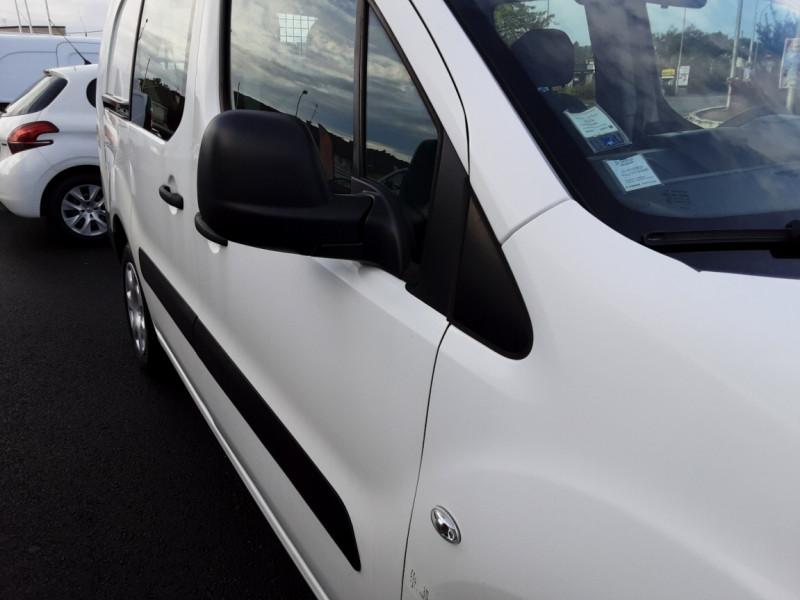 Photo 27 de l'offre de PEUGEOT PARTNER CABINE APPROFONDIE L2 1.6 HDI 90ch 5pl à 12900€ chez Centrale auto marché Périgueux