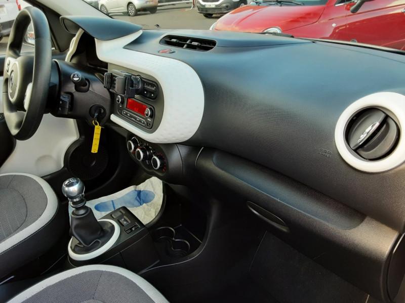 Photo 47 de l'offre de RENAULT TWINGO III 0.9 TCe 90 Energy Zen  à 8990€ chez Centrale auto marché Périgueux