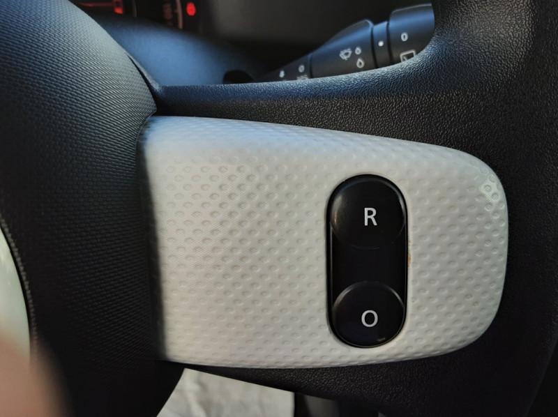 Photo 39 de l'offre de RENAULT TWINGO III 0.9 TCe 90 Energy Zen  à 8990€ chez Centrale auto marché Périgueux