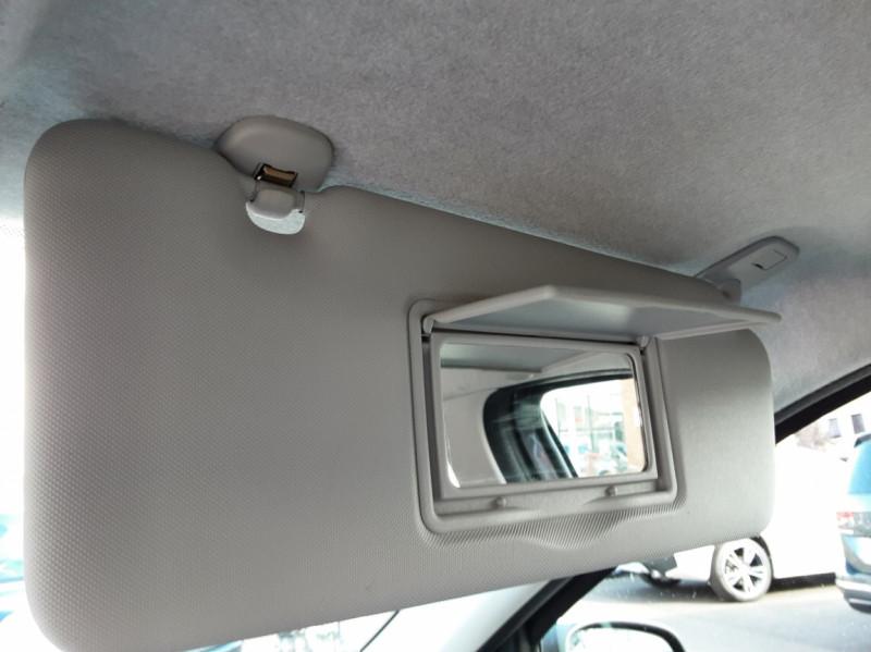 Photo 44 de l'offre de RENAULT TWINGO III 0.9 TCe 90 Energy Zen  à 8990€ chez Centrale auto marché Périgueux