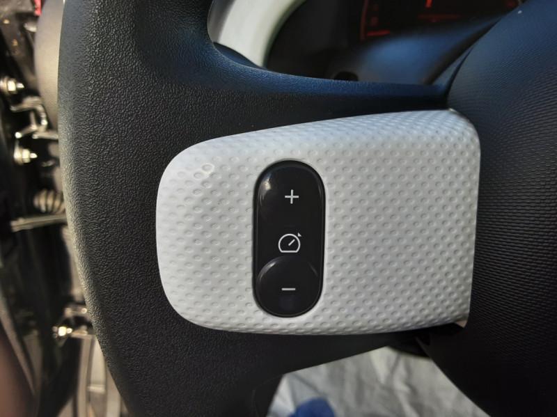 Photo 38 de l'offre de RENAULT TWINGO III 0.9 TCe 90 Energy Zen  à 8990€ chez Centrale auto marché Périgueux