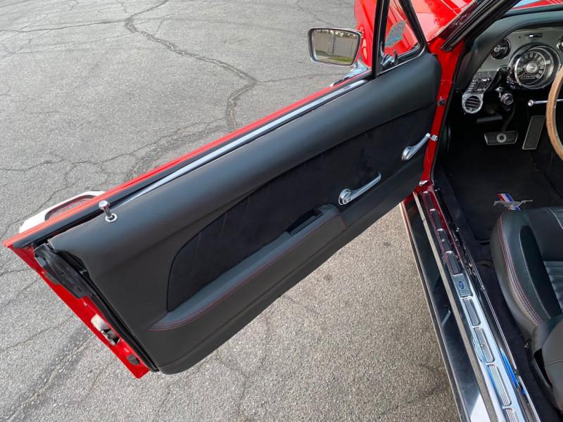 Photo 17 de l'offre de FORD MUSTANG CABRIOLET 289 CI V8 à 58000€ chez Centrale auto marché Périgueux