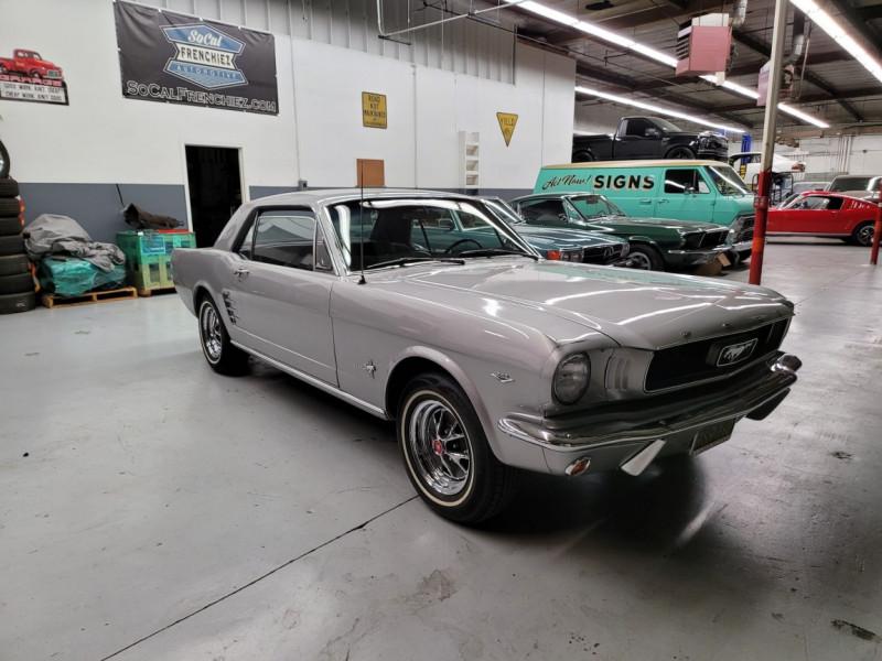 Photo 3 de l'offre de FORD MUSTANG COUPE 289 CI V8 GRIS à 33000€ chez Centrale auto marché Périgueux