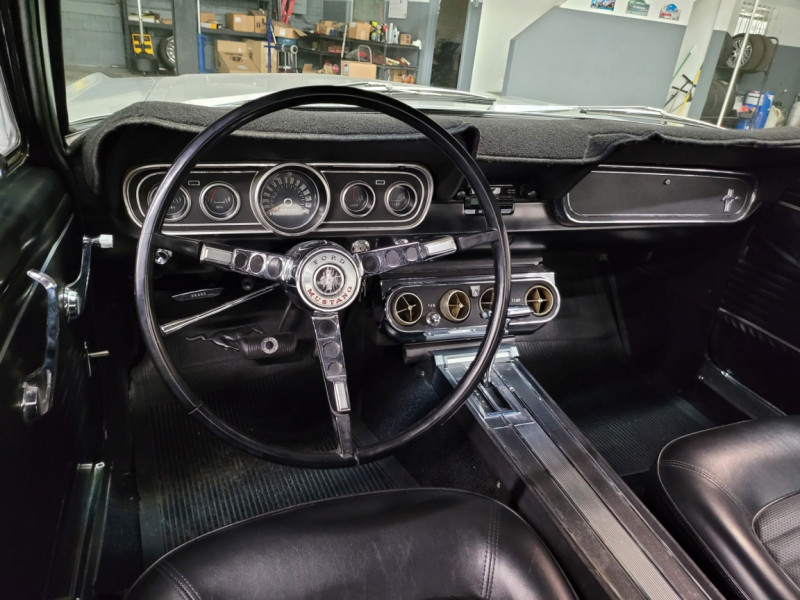 Photo 9 de l'offre de FORD MUSTANG COUPE 289 CI V8 GRIS à 33000€ chez Centrale auto marché Périgueux