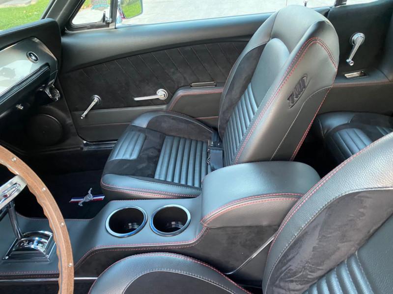 Photo 16 de l'offre de FORD MUSTANG CABRIOLET 289 CI V8 à 58000€ chez Centrale auto marché Périgueux
