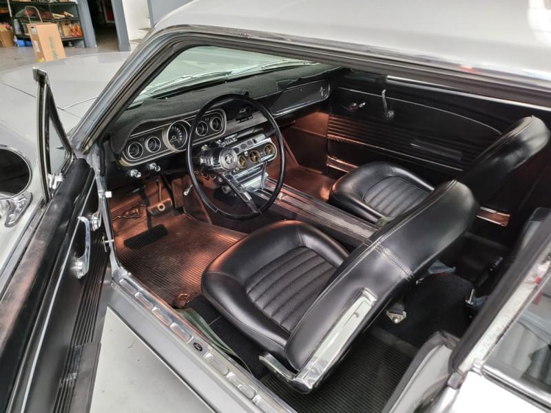 Photo 10 de l'offre de FORD MUSTANG COUPE 289 CI V8 GRIS à 33000€ chez Centrale auto marché Périgueux