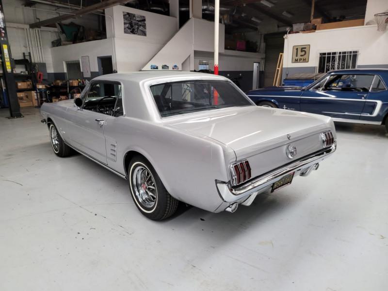 Photo 5 de l'offre de FORD MUSTANG COUPE 289 CI V8 GRIS à 33000€ chez Centrale auto marché Périgueux