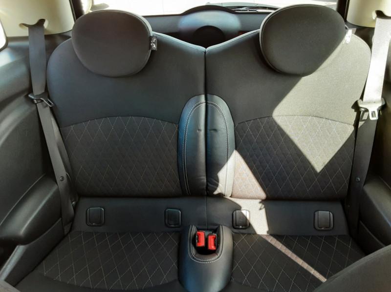 Photo 19 de l'offre de MINI MINI D 112 ch Cooper Edition Limitée Baker Street  à 12000€ chez Centrale auto marché Périgueux