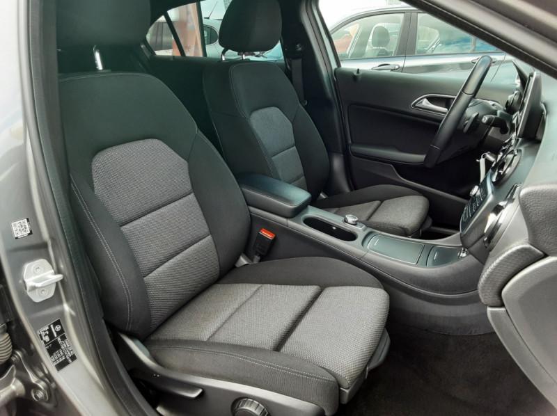 Photo 19 de l'offre de MERCEDES-BENZ CLASSE A 180 d 7G-DCT Business Edition à 17700€ chez Centrale auto marché Périgueux