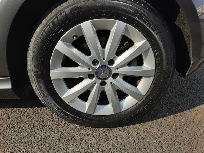 Photo 12 de l'offre de MERCEDES-BENZ CLASSE A 180 d 7G-DCT Business Edition à 17700€ chez Centrale auto marché Périgueux