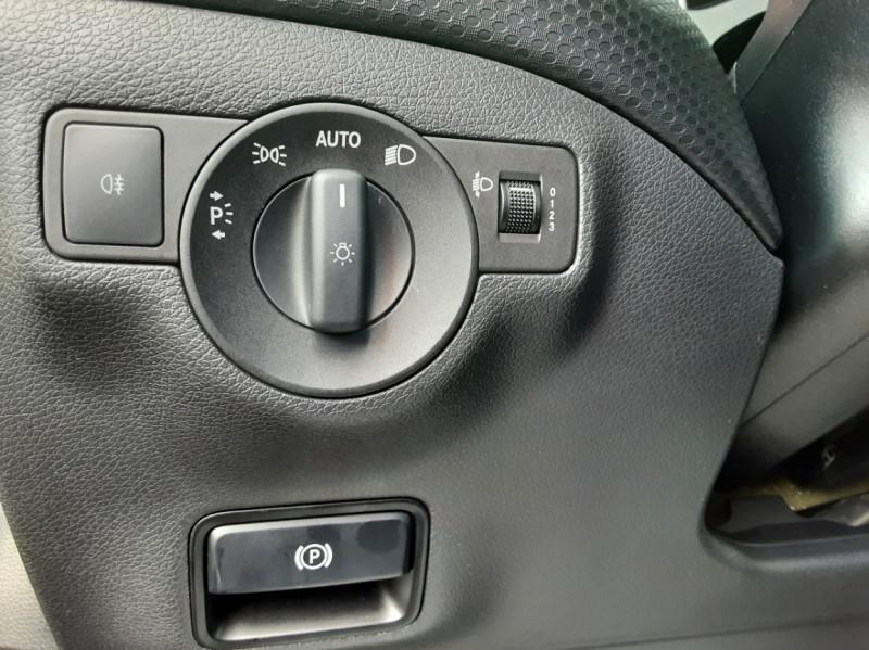Photo 36 de l'offre de MERCEDES-BENZ CLASSE A 180 d 7G-DCT Business Edition à 17700€ chez Centrale auto marché Périgueux