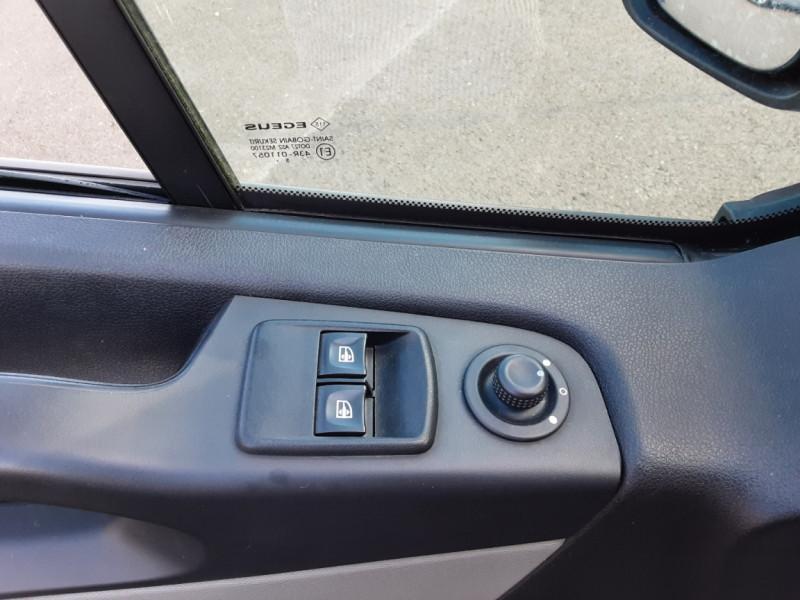 Photo 43 de l'offre de RENAULT TRAFIC FGN L2H1 DCI 115 GRAND CONFORT à 15700€ chez Centrale auto marché Périgueux