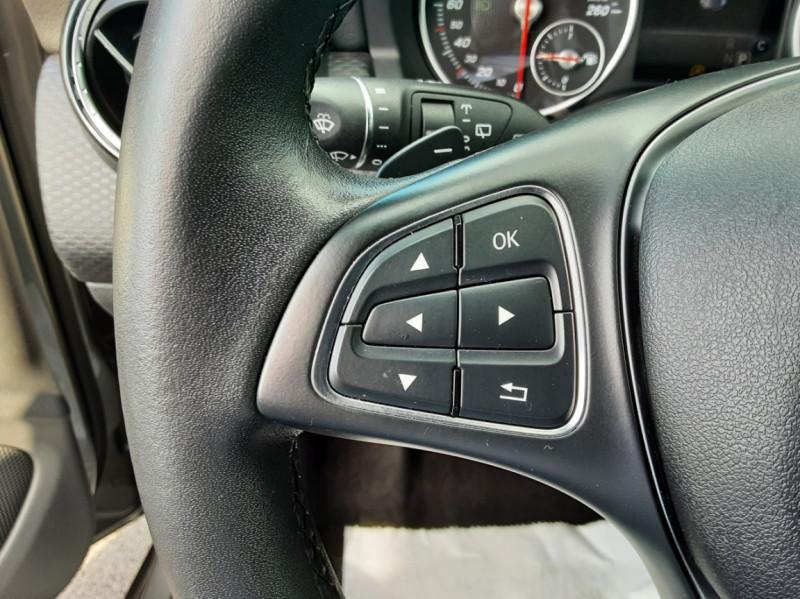 Photo 18 de l'offre de MERCEDES-BENZ CLASSE A 180 d 7G-DCT Business Edition à 17700€ chez Centrale auto marché Périgueux