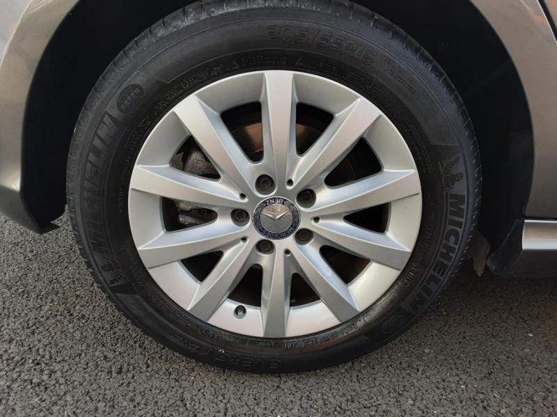 Photo 5 de l'offre de MERCEDES-BENZ CLASSE A 180 d 7G-DCT Business Edition à 17700€ chez Centrale auto marché Périgueux