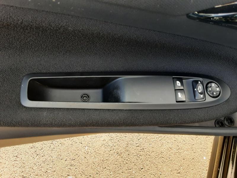 Photo 12 de l'offre de DS DS3 BlueHDi 100 SetS BVM5 So Chic à 13990€ chez Centrale auto marché Périgueux