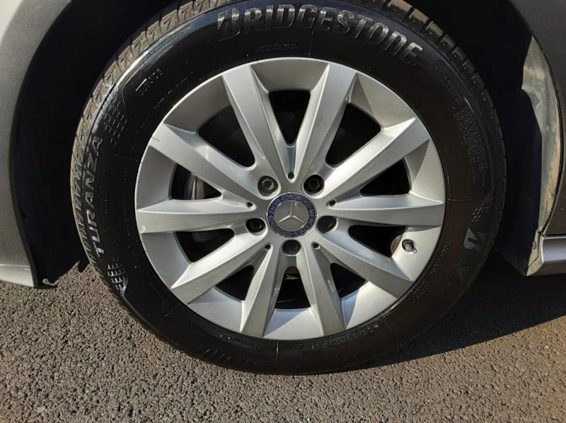 Photo 11 de l'offre de MERCEDES-BENZ CLASSE A 180 d 7G-DCT Business Edition à 17700€ chez Centrale auto marché Périgueux