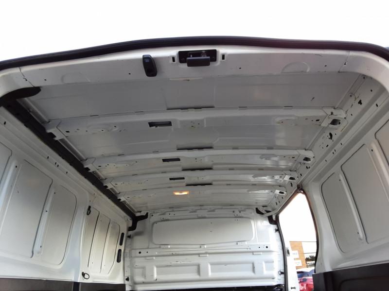 Photo 48 de l'offre de RENAULT TRAFIC FGN L2H1 DCI 115 GRAND CONFORT à 15700€ chez Centrale auto marché Périgueux