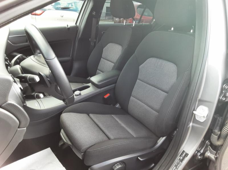 Photo 32 de l'offre de MERCEDES-BENZ CLASSE A 180 d 7G-DCT Business Edition à 17700€ chez Centrale auto marché Périgueux