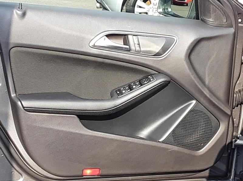 Photo 35 de l'offre de MERCEDES-BENZ CLASSE A 180 d 7G-DCT Business Edition à 17700€ chez Centrale auto marché Périgueux