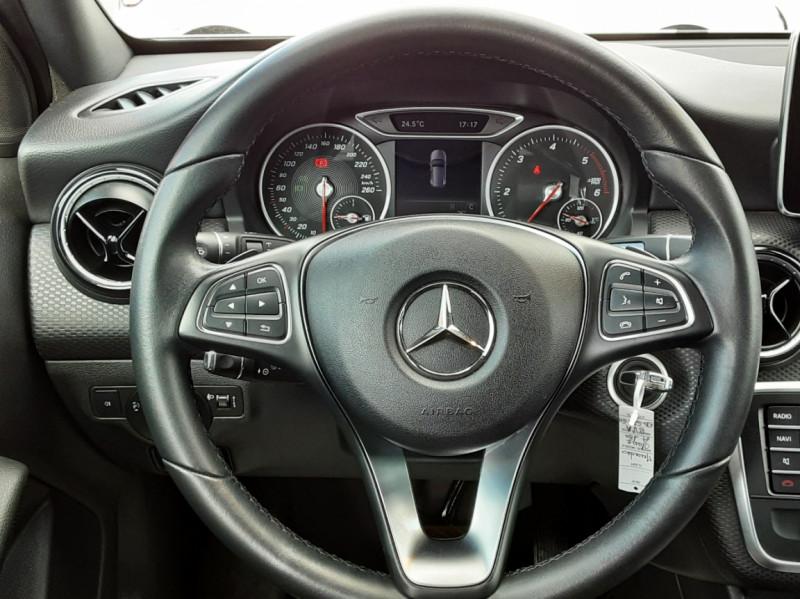 Photo 17 de l'offre de MERCEDES-BENZ CLASSE A 180 d 7G-DCT Business Edition à 17700€ chez Centrale auto marché Périgueux
