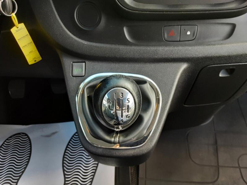 Photo 21 de l'offre de RENAULT TRAFIC FGN L2H1 DCI 115 GRAND CONFORT à 15700€ chez Centrale auto marché Périgueux