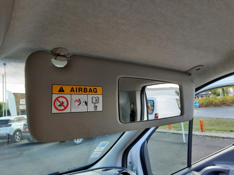 Photo 28 de l'offre de RENAULT TRAFIC FGN L2H1 DCI 115 GRAND CONFORT à 15700€ chez Centrale auto marché Périgueux