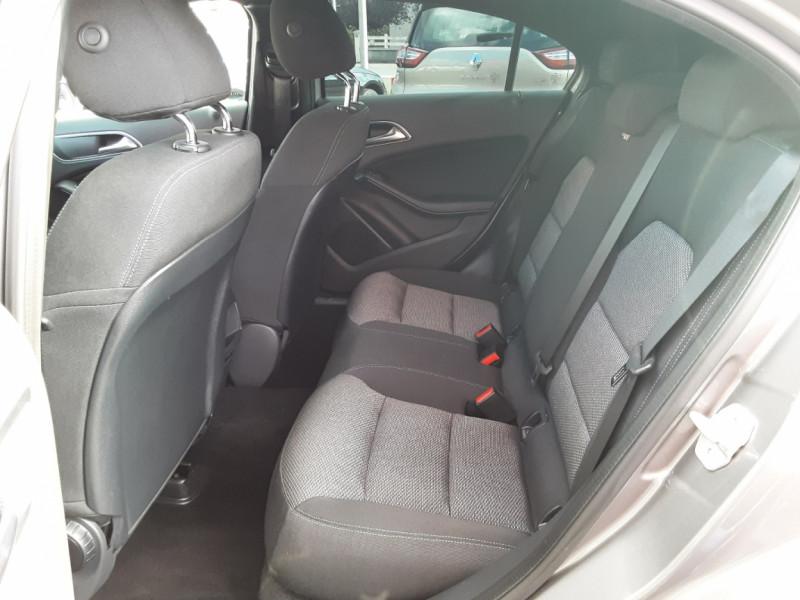 Photo 16 de l'offre de MERCEDES-BENZ CLASSE A 180 d 7G-DCT Business Edition à 17700€ chez Centrale auto marché Périgueux