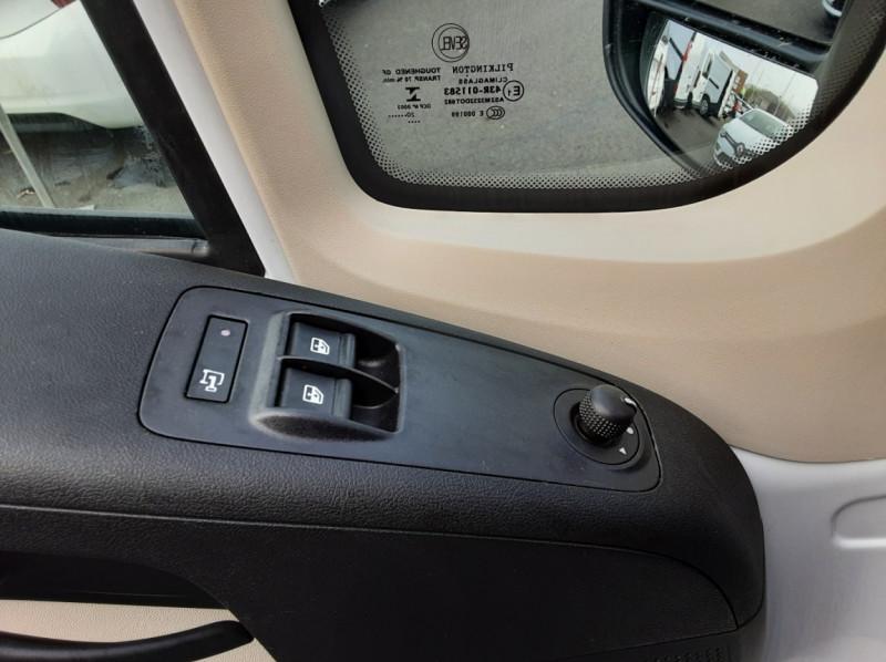 Photo 40 de l'offre de FIAT DUCATO 3.0 C H2 2.0 MJT 115 EURO 6 PACK PRO NAV à 19490€ chez Centrale auto marché Périgueux
