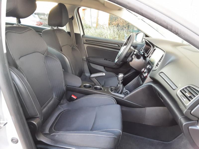 Photo 24 de l'offre de RENAULT MEGANE IV Estate Blue dCi 115 Business à 14500€ chez Centrale auto marché Périgueux
