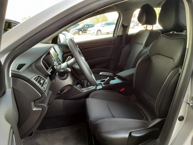 Photo 21 de l'offre de RENAULT MEGANE IV Estate Blue dCi 115 Business à 14500€ chez Centrale auto marché Périgueux
