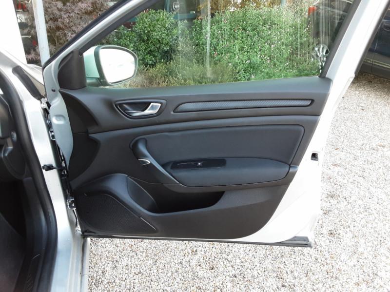 Photo 23 de l'offre de RENAULT MEGANE IV Estate Blue dCi 115 Business à 14500€ chez Centrale auto marché Périgueux