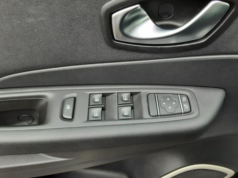 Photo 47 de l'offre de RENAULT CAPTUR dCi 90 E6C Business à 14400€ chez Centrale auto marché Périgueux