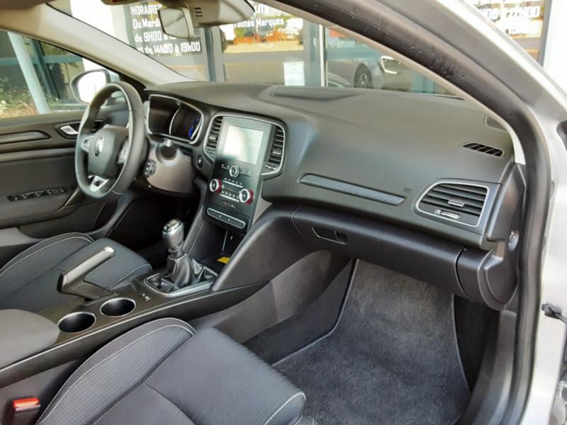Photo 25 de l'offre de RENAULT MEGANE IV Estate Blue dCi 115 Business à 14500€ chez Centrale auto marché Périgueux
