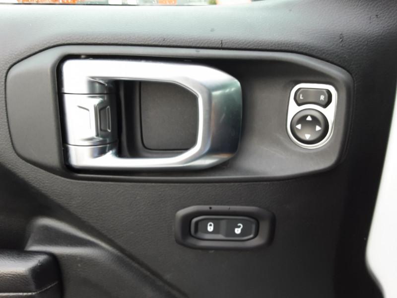Photo 5 de l'offre de JEEP WRANGLER Unlimited 2.2 l MultiJet 200 ch 4x4 BVA8 Rubicon à 54990€ chez Centrale auto marché Périgueux