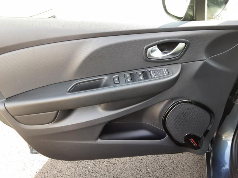 Photo 39 de l'offre de RENAULT CLIO IV dCi 90 E6C Limited à 12200€ chez Centrale auto marché Périgueux