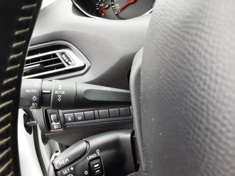 Photo 24 de l'offre de PEUGEOT 308 1.6 BlueHDi 120ch SetS EAT6 Active Business à 13200€ chez Centrale auto marché Périgueux