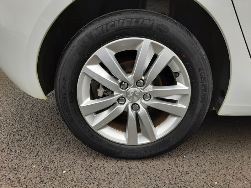 Photo 38 de l'offre de PEUGEOT 308 1.6 BlueHDi 120ch SetS EAT6 Active Business à 13200€ chez Centrale auto marché Périgueux