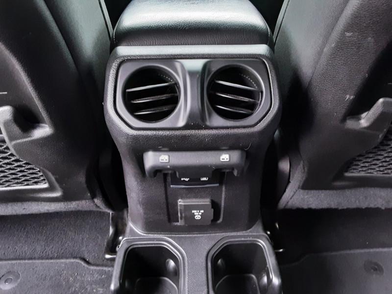 Photo 14 de l'offre de JEEP WRANGLER Unlimited 2.2 l MultiJet 200 ch 4x4 BVA8 Rubicon à 54990€ chez Centrale auto marché Périgueux