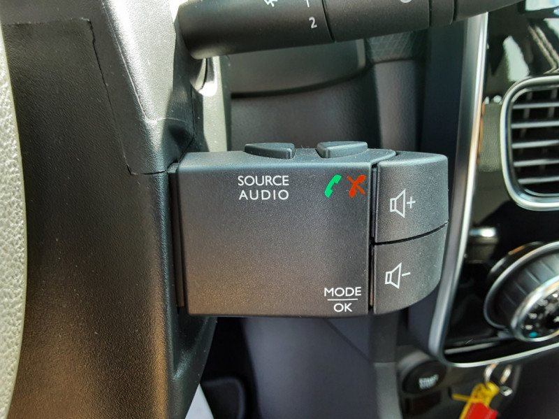 Photo 42 de l'offre de RENAULT CLIO IV dCi 90 E6C Limited à 12200€ chez Centrale auto marché Périgueux